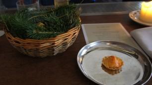 Crab tart and buttermilk chicken with pine
